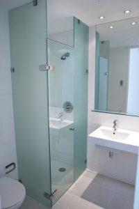 custom cut frameless glass shower